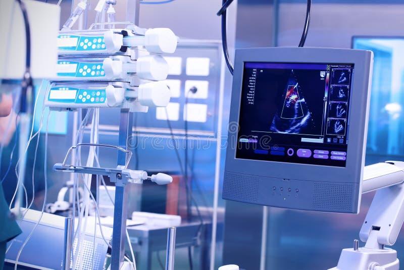 Ultraljudmaskin i ett modernt fungerande laboratorium royaltyfria foton