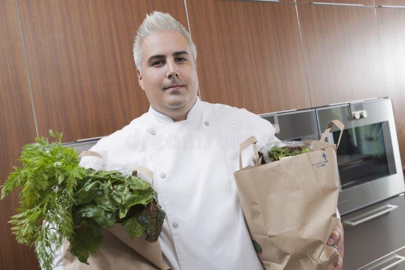 Ultramarinos de With Bags Of del cocinero en cocina comercial imagenes de archivo