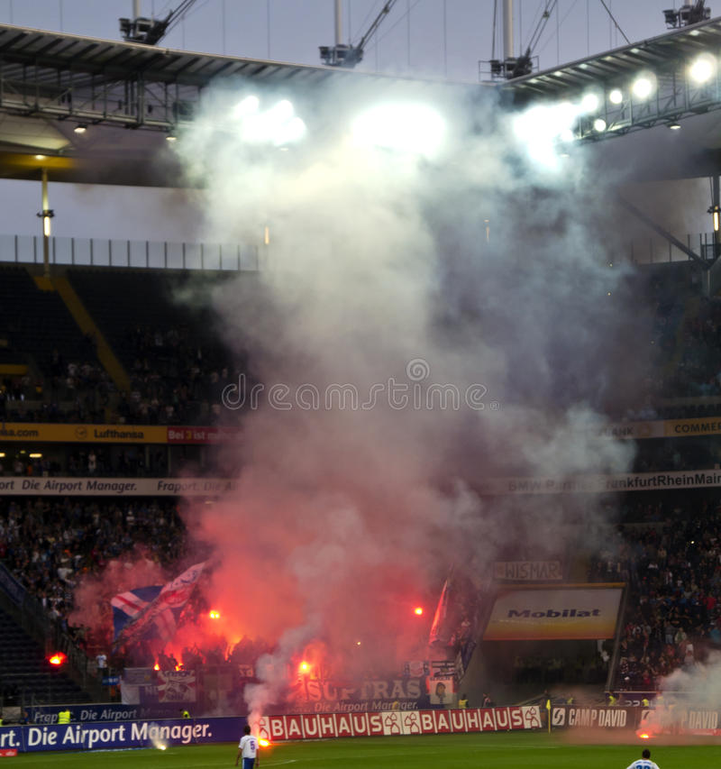 Ultras und Rowdys stockfotos