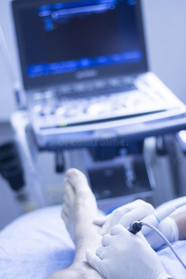Ultraschall ecography EPI Physiotherapeut lizenzfreies stockbild