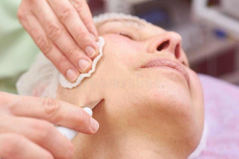 Ultraschallgesichtsreinigungsabschluß oben stockfotos