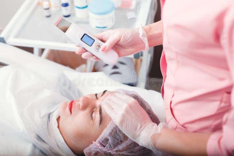 Ultraschallreinigungstherapie lizenzfreie stockfotos