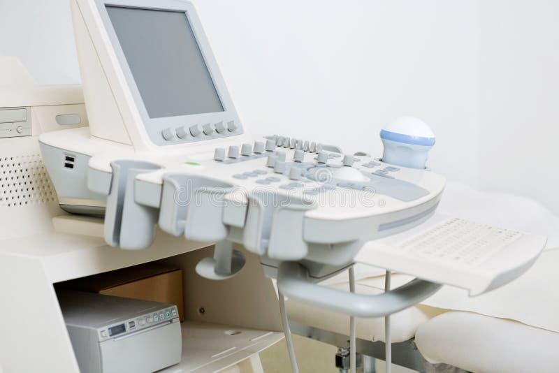 Ultrasone klankmachine in Kliniek stock afbeeldingen