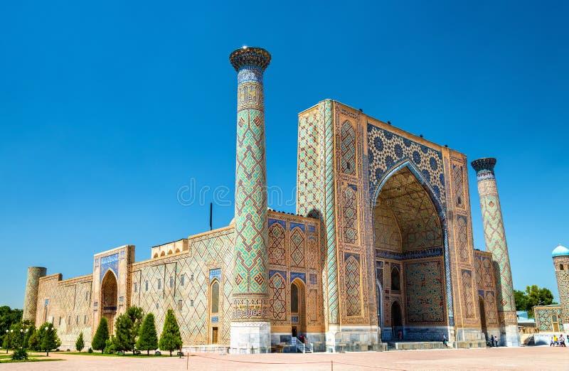 Ulugh implora Madrasah no quadrado de Registan - Samarkand, Usbequistão fotografia de stock