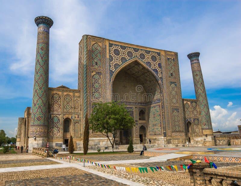 Ulugh tigger Madrasah, Registan, Samarkand, Uzbekistan royaltyfri foto