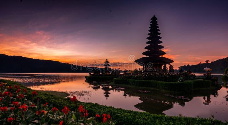 Ulundanu tempel, Bali Indonesien fotografering för bildbyråer