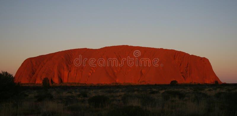 uluru захода солнца утеса ayers стоковое изображение rf