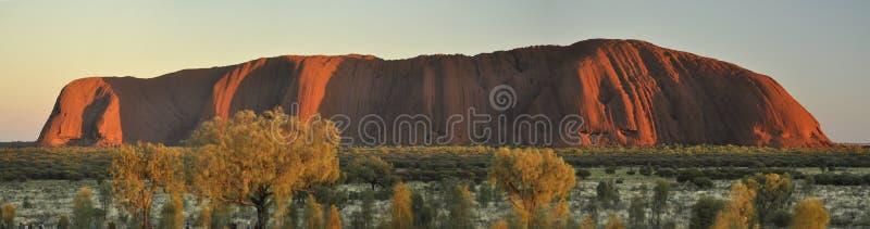Uluru berg på soluppgång royaltyfri bild