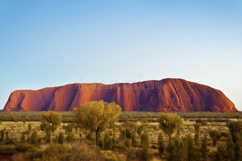Uluru soluppgång, vildmark Australien royaltyfria bilder