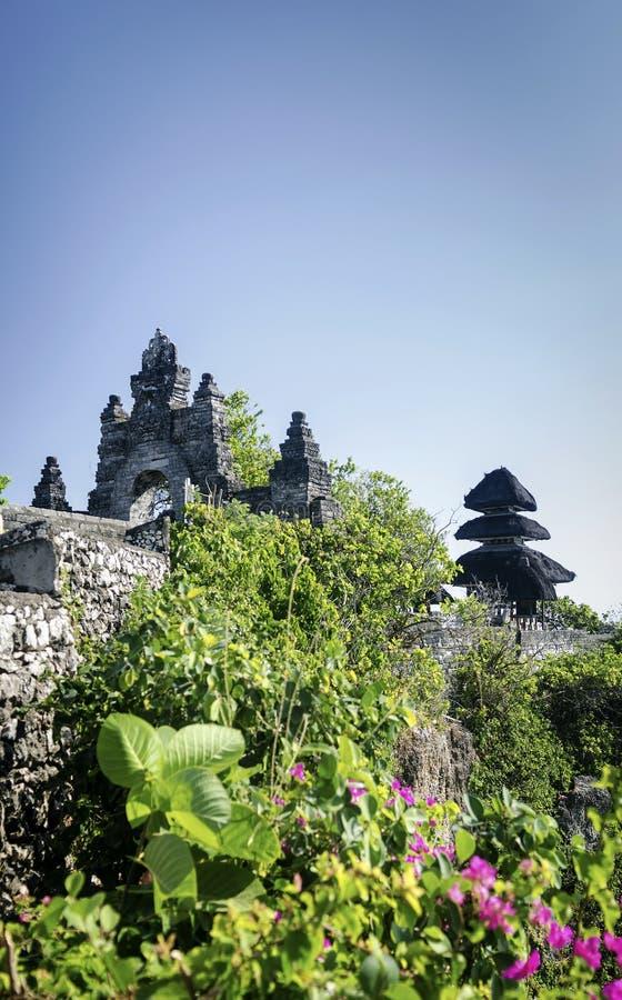 Uluwatu古老地标clifftop巴厘语印度寺庙在巴厘岛 免版税库存照片