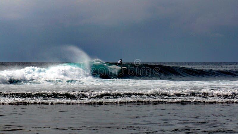 Uluwatu海浪巴厘岛 免版税库存图片