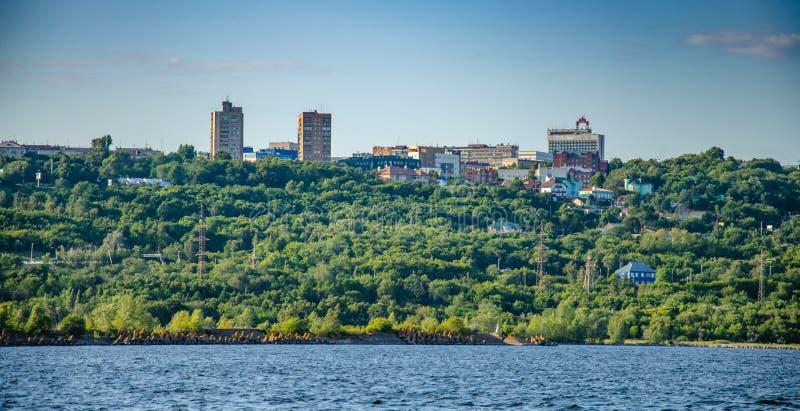 Ulyanovsk, Russie - 20 juillet 2019 Vue de la ville d'Ulyanovsk de la Volga, Russie photo stock