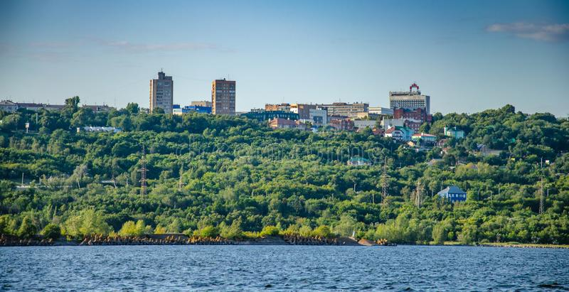 Ulyanovsk, Russland - 20. Juli 2019 Ansicht der Stadt von Ulyanovsk von der Wolga, Russland stockfoto
