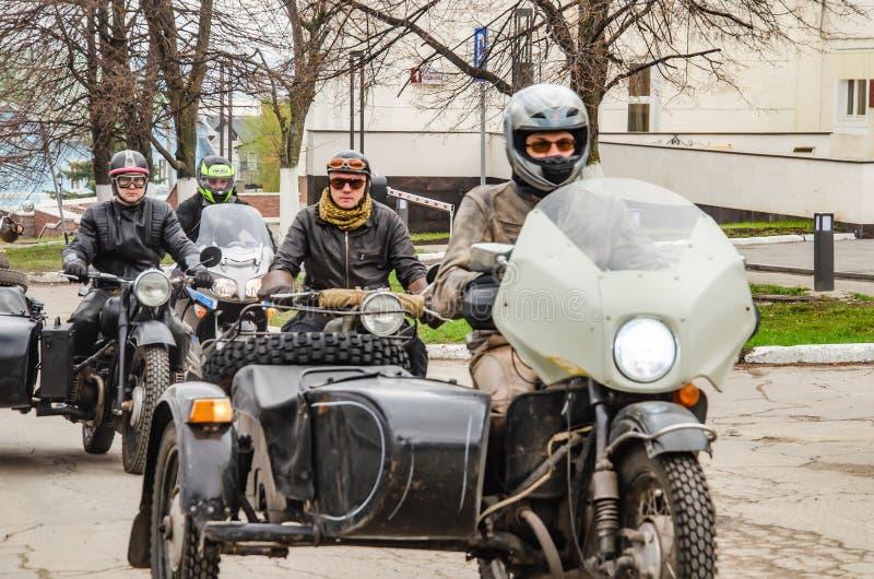 Ulyanovsk, Russland - 3. Mai 2019: Retro- Motorrad auf der Straße der Stadt stockbild