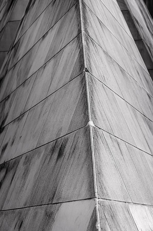 Um ângulo da parede de pedra cinzenta foto de stock royalty free