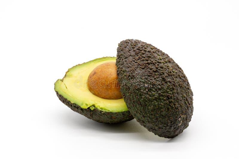 Um abacate cortado com poço imagem de stock