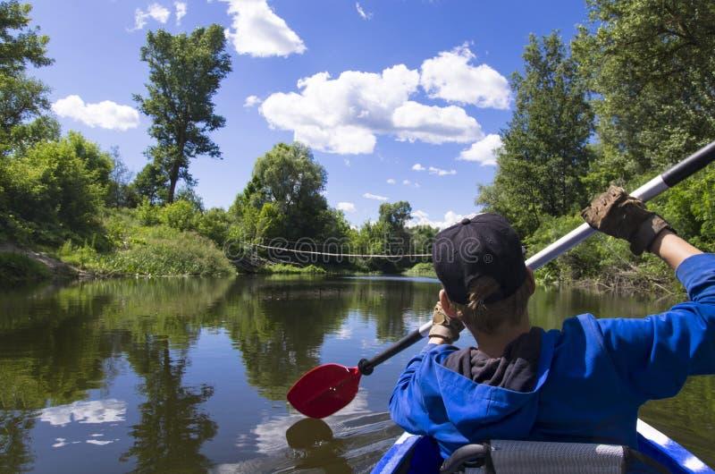 Um adolescente kayaking fotos de stock