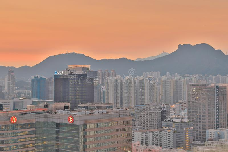 um alojamento da HK sob a montanha Lion Rock fotos de stock