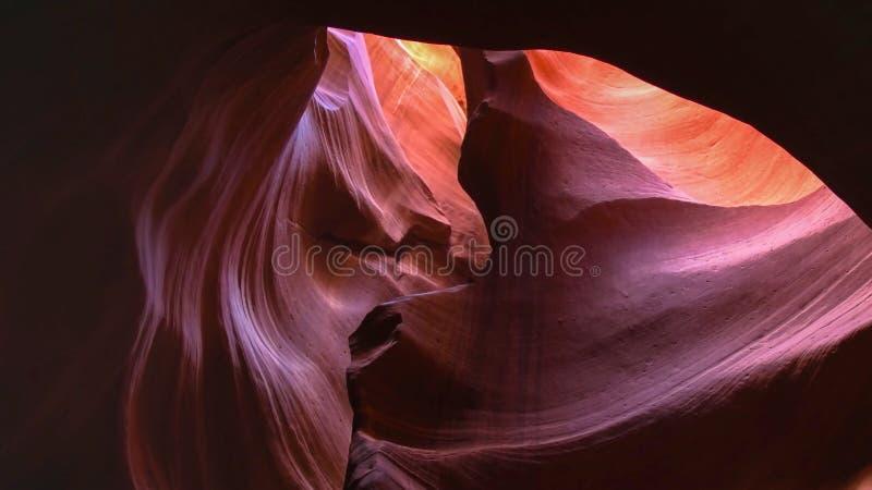 Um arco como a formação de rocha na garganta superior do antílope imagens de stock