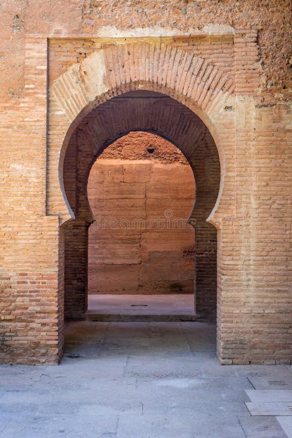 Um arco em Alhambra Palace em Granada, Espanha, Europa fotos de stock