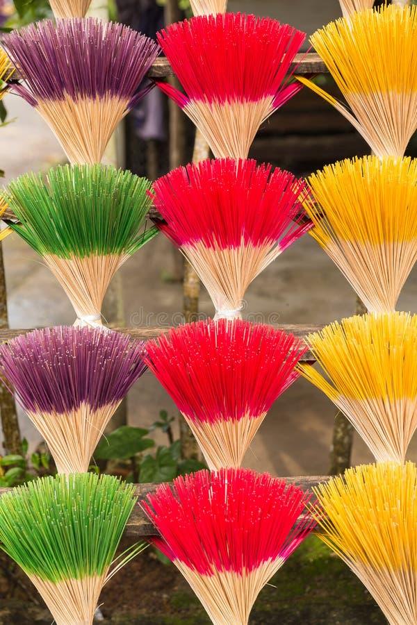 Um arranjo de varas do incenso em Hue Vietnam imagem de stock royalty free