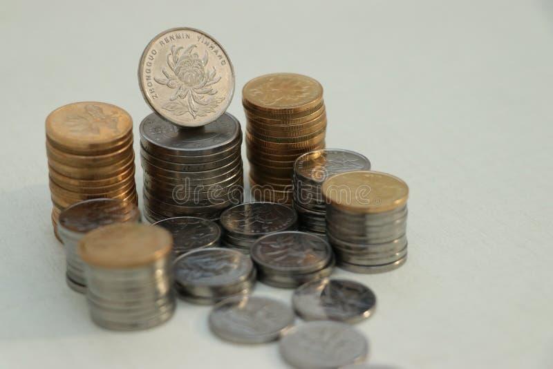 Um assento com muitas moedas fotografia de stock