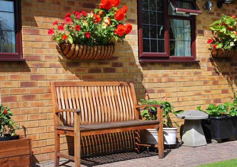 Um assento de jardim traseiro inglês foto de stock