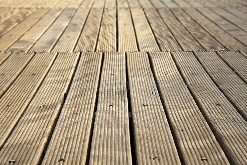 Download Plataforma De Madeira De Diminuição Imagem de Stock - Imagem de foco, madeira: 29825029