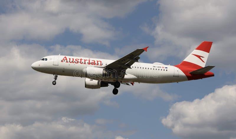 Um avião de Austrian Airlines fotos de stock