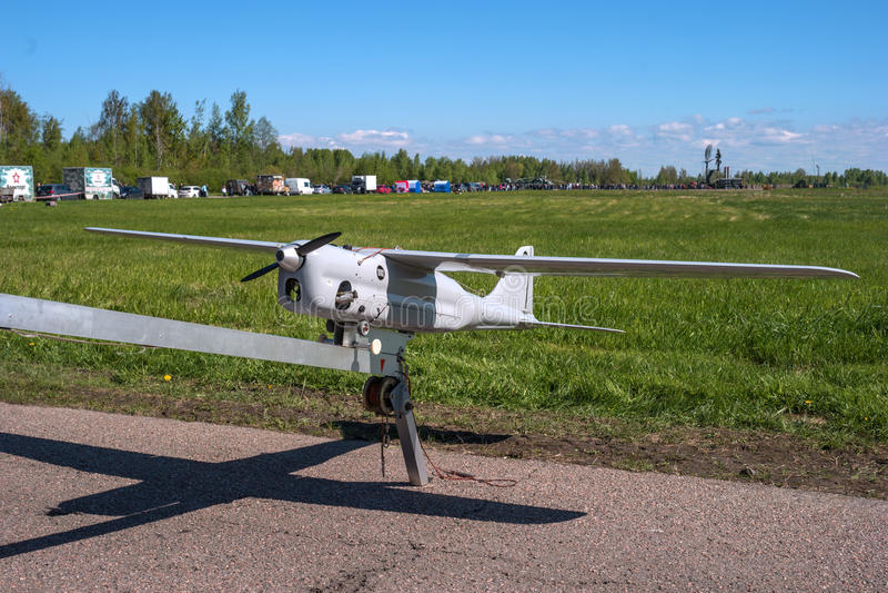 Um avião de reconhecimento 2não pilotado Estava a parte da exposição do airshow no aeroporto de Pushkin imagem de stock royalty free