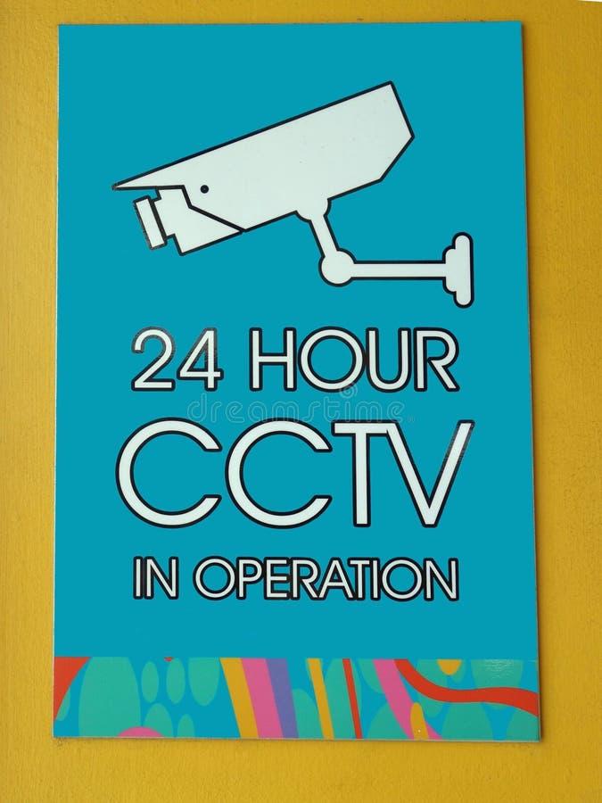 Um aviso do sinal que as câmeras do CCTV estão na operação fotografia de stock royalty free