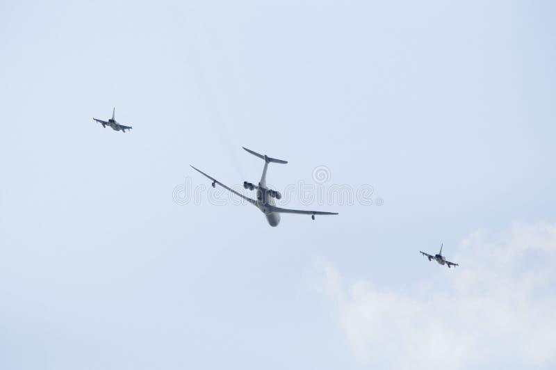 Um AWACS e dois lutadores de jato imagens de stock royalty free