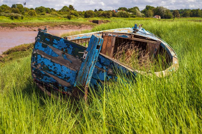 Um barco carioca na Pill Foreshore em Pill, North Somerset, Inglaterra fotos de stock royalty free