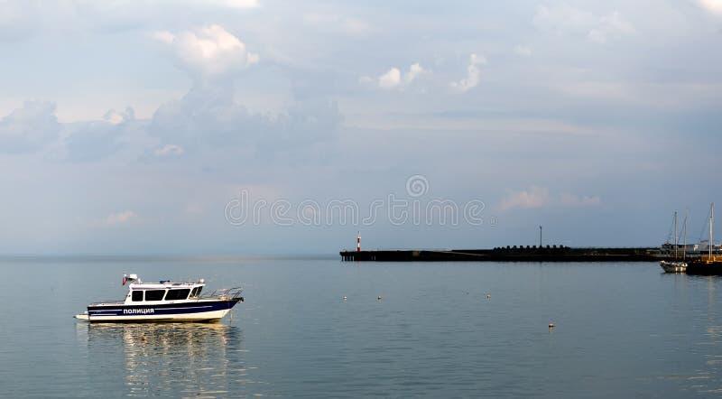 Um barco de polícia imagens de stock royalty free