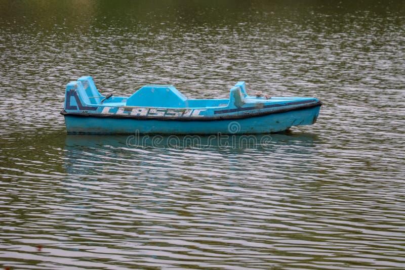 Um barco vazio imagens de stock