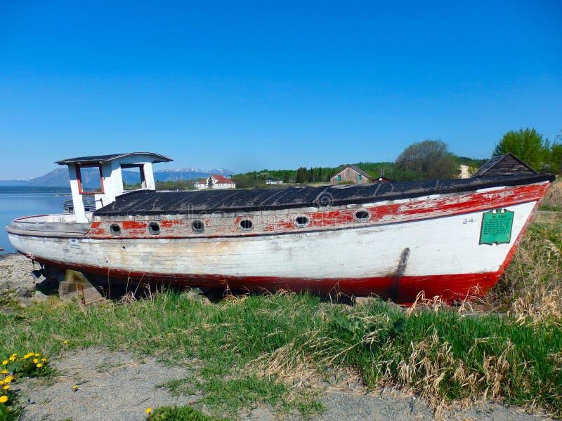 Um barco velho, resistido dos dias da febre do ouro do atlin, bc fotografia de stock royalty free