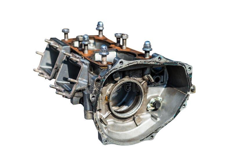 Um bloco desmontado de um motor do dois-cilindro em um fundo branco com um trajeto de grampeamento imagem de stock