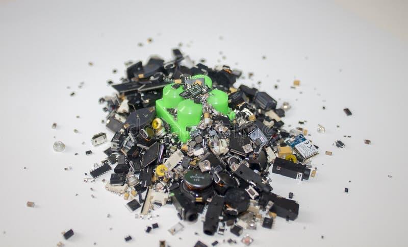 Um bloco do brinquedo colado em componentes de SMT foto de stock royalty free