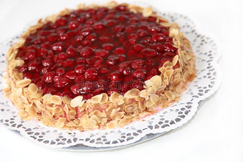 Um bolo com borda da amêndoa foto de stock royalty free