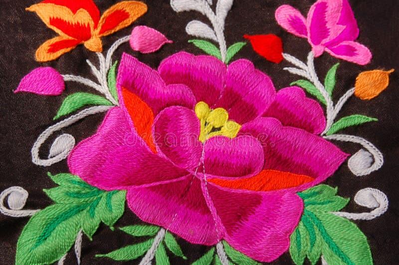 Um bordado tradicional da mão floral fotografia de stock