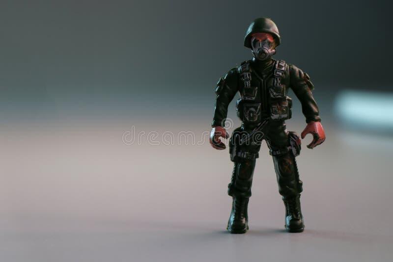 Um brinquedo do soldado no foco foto de stock royalty free