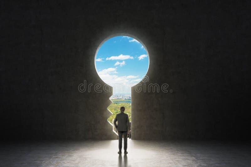 Um buraco da fechadura no muro de cimento fotos de stock royalty free