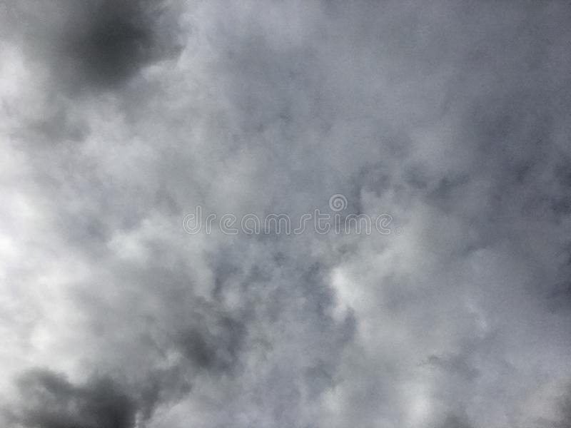 Um céu completamente das nuvens fotografia de stock