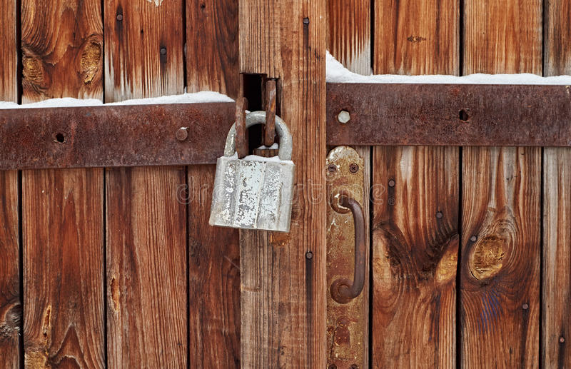 Um cadeado na porta imagem de stock