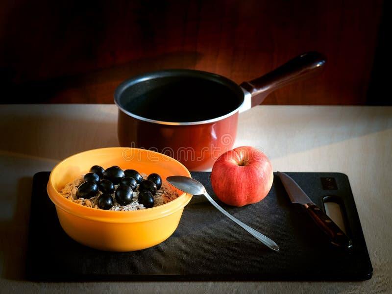 Um café da manhã saudável da farinha de aveia foto de stock