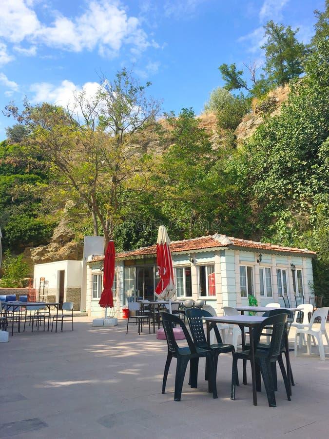 Um café histórico no porto Gallipoli de Hamza (Gelibolu) A cidade macedônia de Callipolis era f fotos de stock