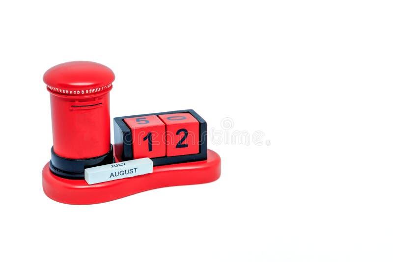 Um calendário de mesa vermelho da caixa do cargo foto de stock royalty free