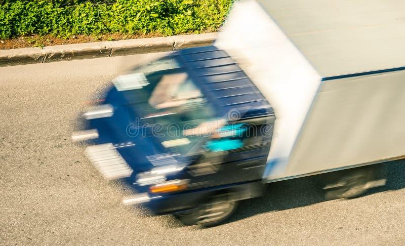 Um caminhão de entrega fotografia de stock royalty free