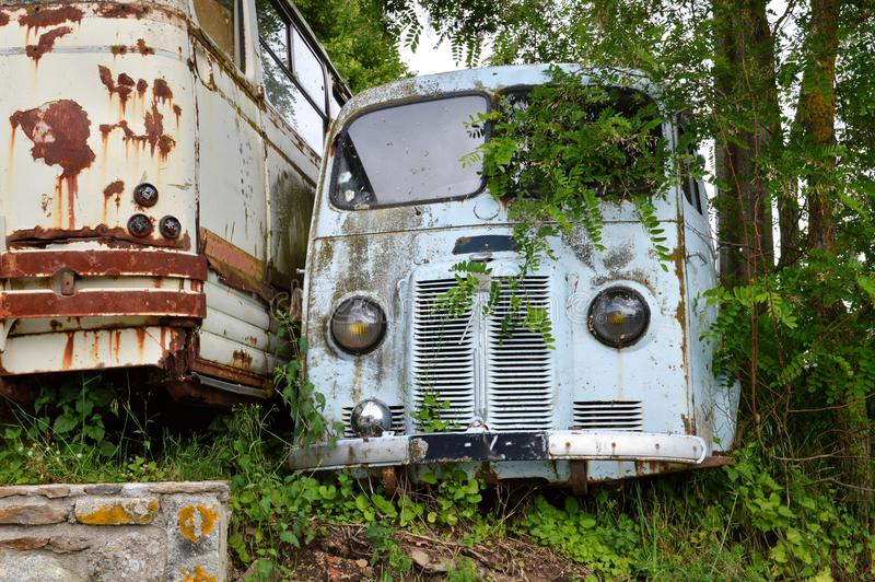 Um caminhão destruído fotografia de stock