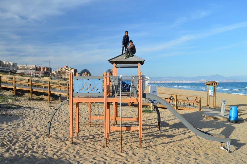 Um campo de jogos da praia fotografia de stock
